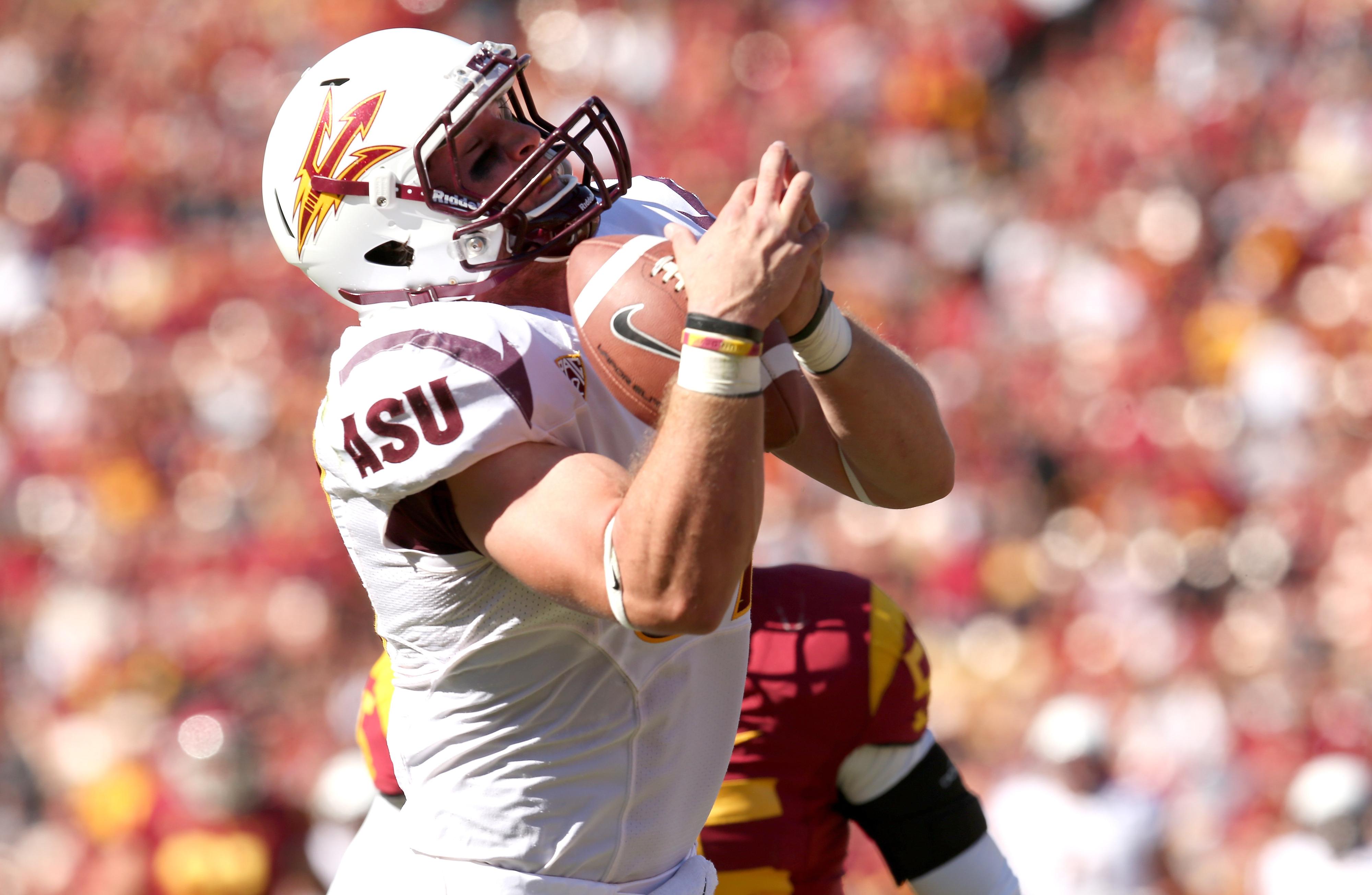 Chris Coyle hauls in a touchdown against USC