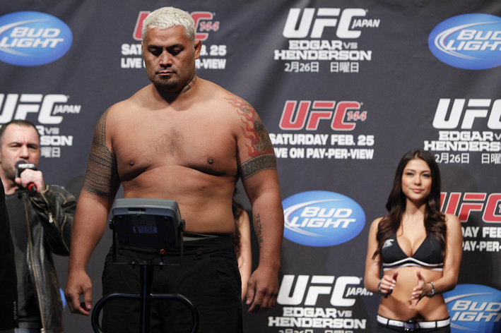 Mark Hunt weighs in at UFC 144
